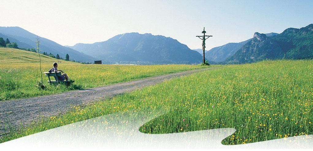 Bergblick-mit-Kruzifix